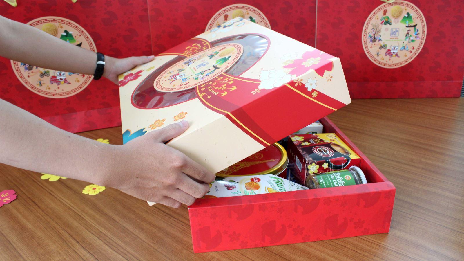 hộp giấy quà tặng Tết doanh nghiệp